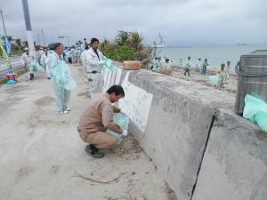 うるま市照間海岸清掃04