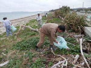 うるま市照間海岸清掃05