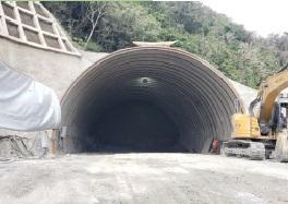 名護トンネル04