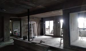 07 9階サッシ建付け完了、硝子取付状況