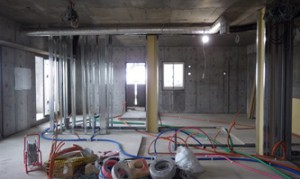 14 5階設備配管状況
